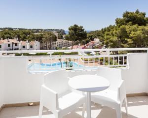 Vista de la piscina de Ilunion Menorca o alrededores