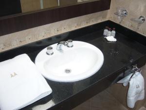 Un baño de Antares Apart Hotel
