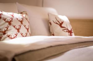 A bed or beds in a room at Ferienwohnung In den Bergen