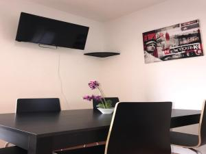 A television and/or entertainment centre at Apartment Am Ring