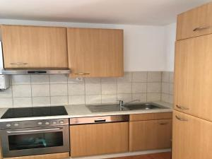 A kitchen or kitchenette at Apartment Am Ring