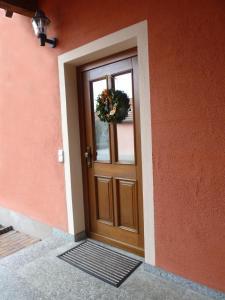 Eine Fassade oder ein Eingang zu Ferienwohnung Tegernheim