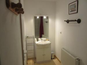 Salle de bains dans l'établissement Gite La Grange à foin