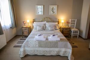 Una cama o camas en una habitación de El lugar de la Flor