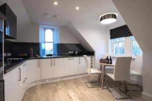 A kitchen or kitchenette at Ardconnel Court Apartments