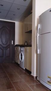 Kuchnia lub aneks kuchenny w obiekcie Apartment Helen in Florenza Khamsin