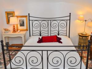 A bed or beds in a room at Villa Fegari