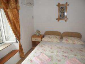 A bed or beds in a room at Guest House Leon