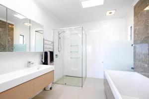 A bathroom at 42 Bryan Street