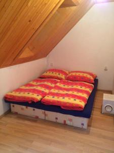 A bed or beds in a room at Chata Miška