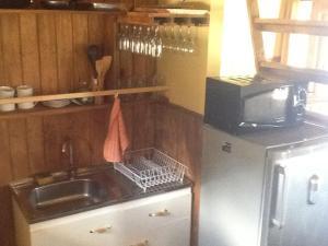 A kitchen or kitchenette at Cabañas Linda Vista