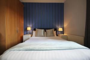 A bed or beds in a room at IFSC Dublin City Apartments