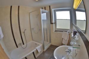 Ein Badezimmer in der Unterkunft Pension Apartment Hödner