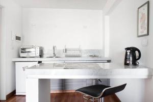 A kitchen or kitchenette at JFK Apartments