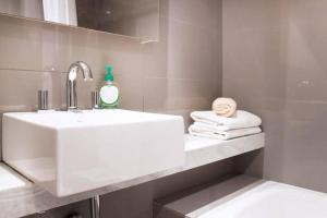 A bathroom at JFK Apartments