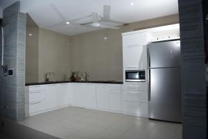 A kitchen or kitchenette at Villa Lestari Legian