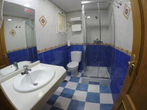 A bathroom at Apartamentos Niña de Oro