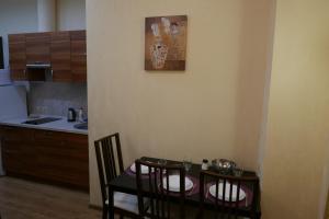 Кухня или мини-кухня в Апарт-отель Золотая Арка by ORSO