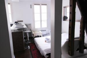 A bunk bed or bunk beds in a room at Luckey Homes Apartments - Rue de Mazagran