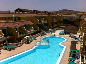 Uitzicht op het zwembad bij Caleta Garden of in de buurt