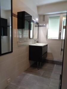 A bathroom at Le Saint Vincent