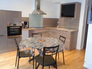 A kitchen or kitchenette at Le Saint Vincent