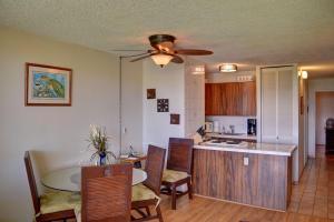 A kitchen or kitchenette at Maui Vista 2220