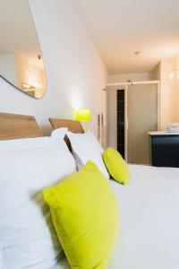 Un ou plusieurs lits dans un hébergement de l'établissement Ténéo Apparthotel Bordeaux Mérignac Aéroport