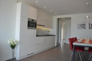A kitchen or kitchenette at 4B @ Longchamp