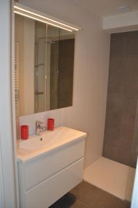 A bathroom at 4B @ Longchamp