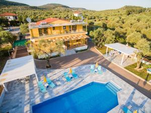A view of the pool at Studios Gagos or nearby
