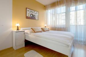 A bed or beds in a room at Apartment Cvetje
