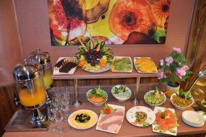 خيارات الغداء و/أو العشاء المتوفرة للضيوف في كليمانس للأجنحة الفندقية