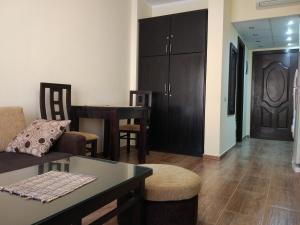 Część wypoczynkowa w obiekcie Apartment Helen in Florenza Khamsin