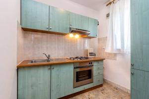 A kitchen or kitchenette at Apartment Stole
