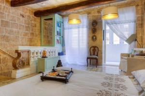 Een zitgedeelte bij Valletta G- House