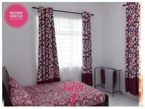 Katil atau katil-katil dalam bilik di Wadihana Homestay(Muslim Only)