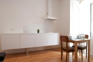 A kitchen or kitchenette at Coimbra Vintage Lofts Apartments