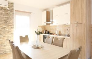 A kitchen or kitchenette at Apartments Andelic