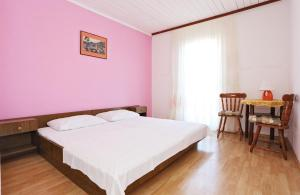 A bed or beds in a room at Apartments Andelic