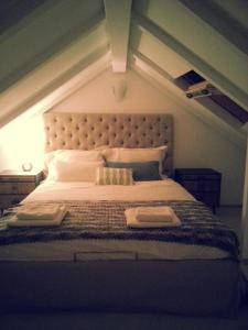 A bed or beds in a room at Villa Blue