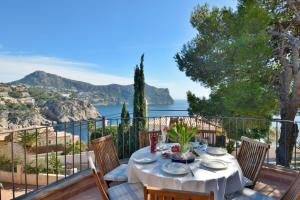 A restaurant or other place to eat at Sea Views Villa with Pool Port Andratx