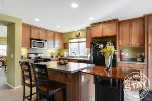 A kitchen or kitchenette at Sunset Summit