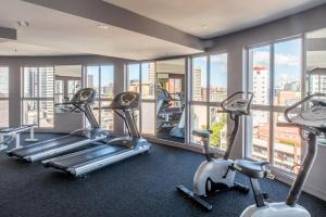 The fitness centre and/or fitness facilities at Seasons Darling Harbour