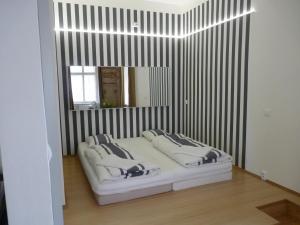 Ένα ή περισσότερα κρεβάτια σε δωμάτιο στο The Apartment House Opatovicka