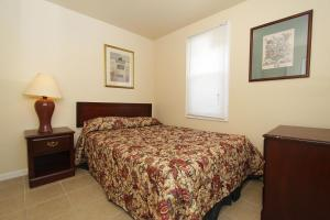 A bed or beds in a room at Shore Beach Houses - 40 - 3 Dupont Avenue