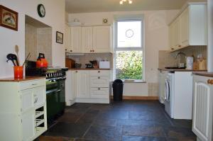A kitchen or kitchenette at Craigiemichael Coach House