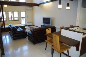 A seating area at Chalet Fuyuri