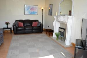 A seating area at Kintore Holiday Apartment
