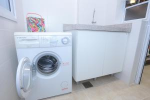 A kitchen or kitchenette at Aquarelle Ingleses
